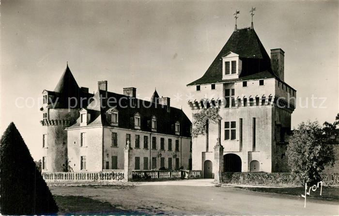 AK / Ansichtskarte Saintes_Charente Maritime Le Chateau de la Roche Courbon Saintes Charente Maritime