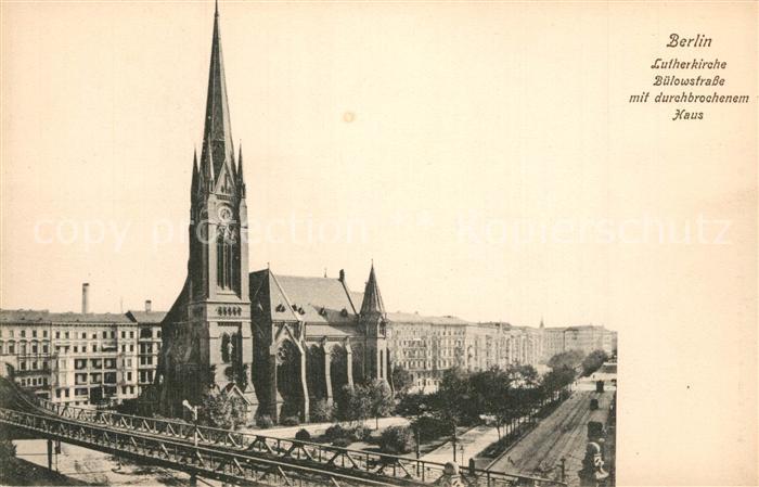 Berlin Lutherkirche Buelowstrasse mit duchbrochenem Haus Berlin