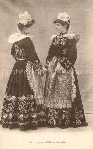 AK / Ansichtskarte Trachten_Frankreich Jeunes filles de Bannalec Costumes
