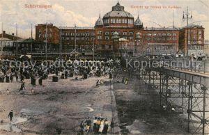 AK / Ansichtskarte Scheveningen Gezicht op Strand en Kurhaus Scheveningen