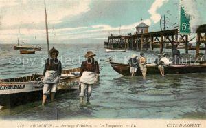 Arcachon_Gironde Arrivage d'Huitres Les Parqueuses Arcachon Gironde