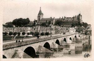 AK / Ansichtskarte Gien Pont sur la Loire et vue sur le chateau Gien