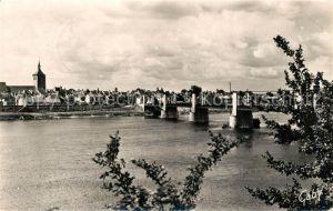 AK / Ansichtskarte Jargeau_Loiret Vue sur le pont sur la Loire et la ville Jargeau Loiret