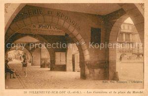 AK / Ansichtskarte Villeneuve sur Lot Les Cornieres et la place du Marche Villeneuve sur Lot