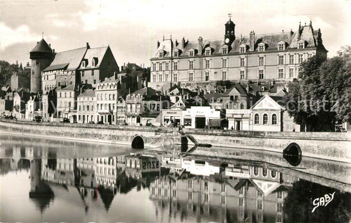 AK / Ansichtskarte Laval_Mayenne Chateau Palais de Justice et la Mayenne Laval Mayenne