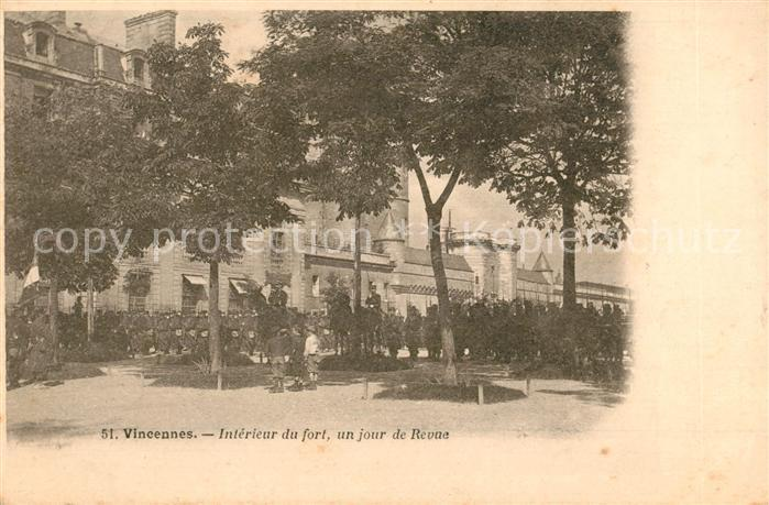 AK / Ansichtskarte Vincennes Interieur du fort un jour de Revue Vincennes