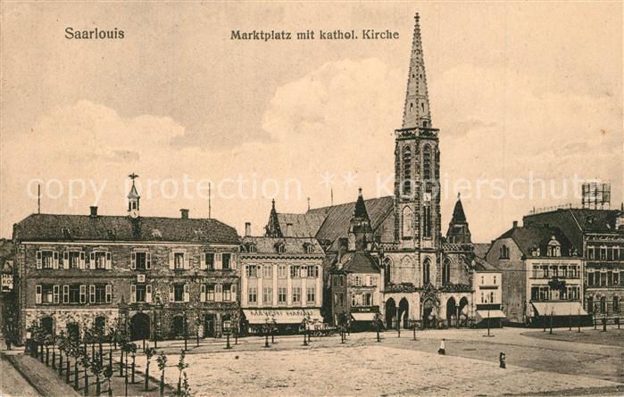 AK / Ansichtskarte Saarlouis Marktplatz mit Kirche Saarlouis