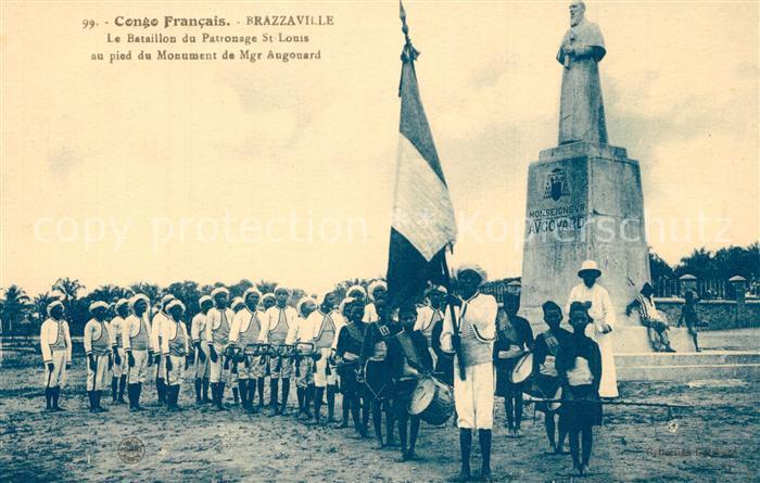 AK / Ansichtskarte Brazzaville Le Bataillon du Patronage St Louis au pied du Monument de Mgr Augouard Brazzaville