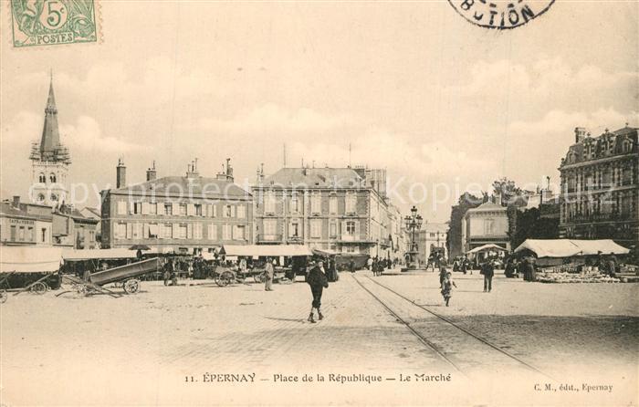 AK / Ansichtskarte Epernay_Marne Place de la Republique Le Marche Epernay Marne 0