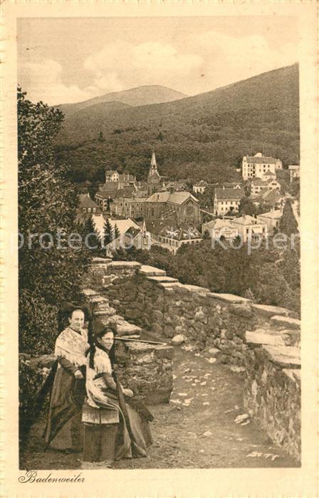 AK / Ansichtskarte Badenweiler Trachten Blick auf den Kurort im Schwarzwald Badenweiler
