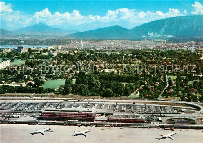 Cointrin Fliegeraufnahme mit Flughafen und Stadt Cointrin