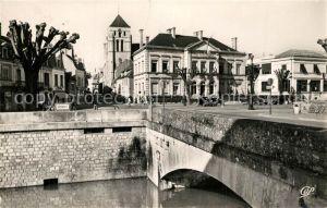 AK / Ansichtskarte Cosne Cours sur Loire Petit pont Eglise Place de la Mairie Cosne Cours sur Loire