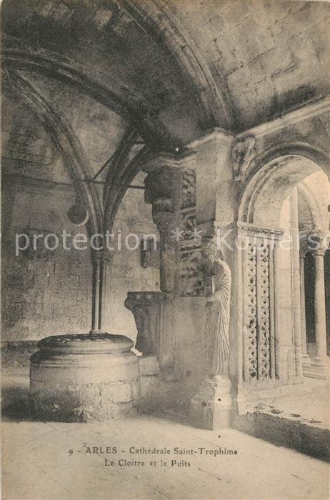 AK / Ansichtskarte Arles_Bouches du Rhone Cathedrale Saint Trophime le Cloitre et le Puits Arles_Bouches du Rhone