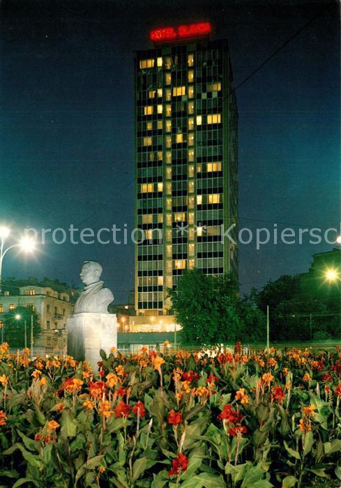 AK / Ansichtskarte Beograd_Belgrad Hotel Slavija Denkmal Bueste Nachtaufnahme Beograd Belgrad