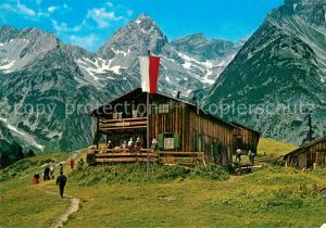 AK / Ansichtskarte Bernhardseck Huette mit Grossem Krottenkopf Allgaeuer Alpen Bernhardseck