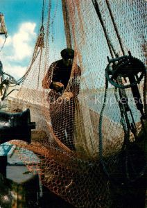 AK / Ansichtskarte Fischerei Krabbenfischer beim Netzeflicken