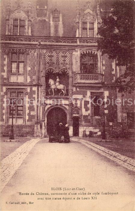 AK / Ansichtskarte Blois_Loir_et_Cher Entree du Chateau Statue Louis XII Blois_Loir_et_Cher