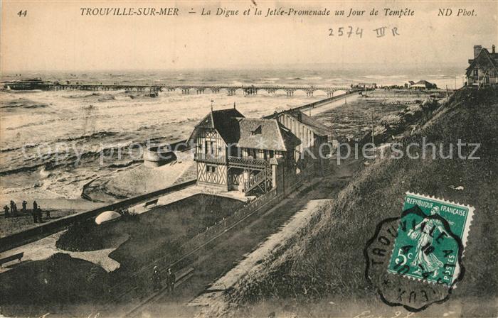 Trouville sur Mer La Digue et la Jetee Promenade Jour de Tempete Trouville sur Mer