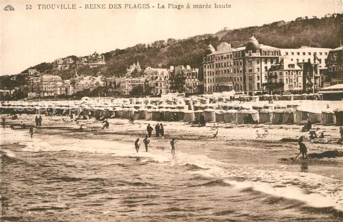 Trouville Deauville La plage a maree haute Trouville Deauville