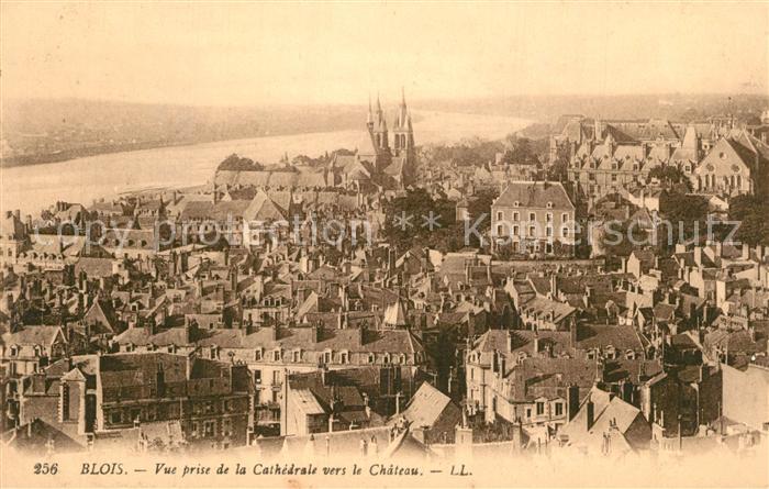 Blois_Loir_et_Cher Vue prise de la Cathedrale vers le Chateau Blois_Loir_et_Cher