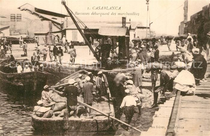 Casablanca Les Barcasses debarquant des marchandises Casablanca