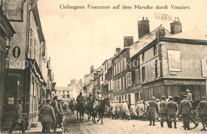 Vouziers Gefangene Franzosen auf dem Marsch durch Vouziers Vouziers