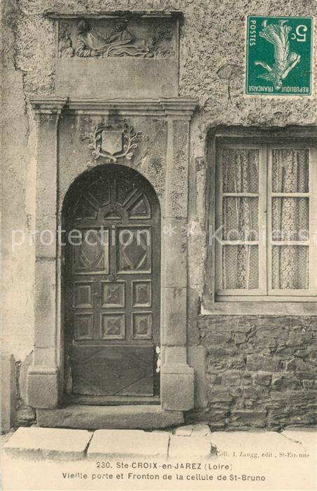 Sainte Croix en Jarez Vieille porte et fronton de la cellule de Saint Bruno Sainte Croix en Jarez