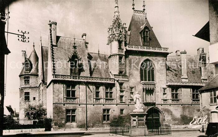 Bourges Le Palais Jacques Coeur et Statue de Jacques Coeur Bourges