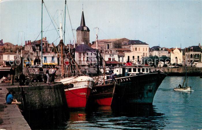 Les_Sables d_Olonne Le port vers la Chaume bateaux de peche Les_Sables d_Olonne