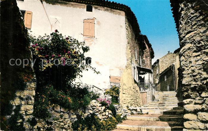 Greoux les Bains Une vieille rue pittoresque et fleurie Greoux les Bains