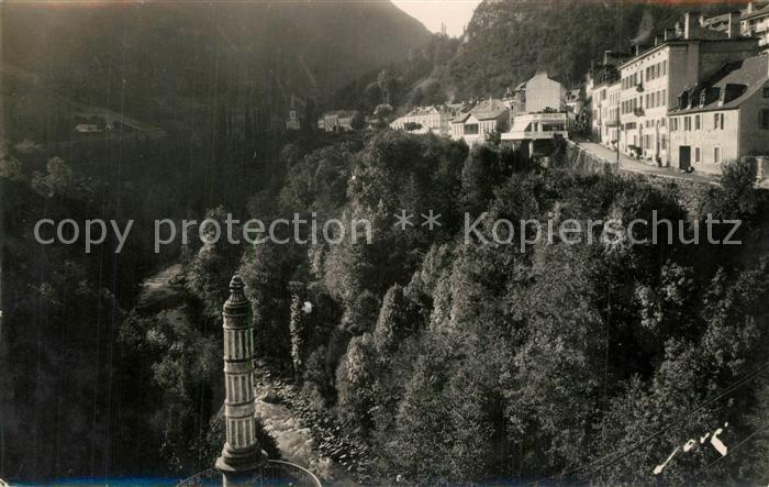 Luz Saint Sauveur_Hautes_Pyrenees Ville surplombant les Gorges  Luz Saint Sauveur_Hautes