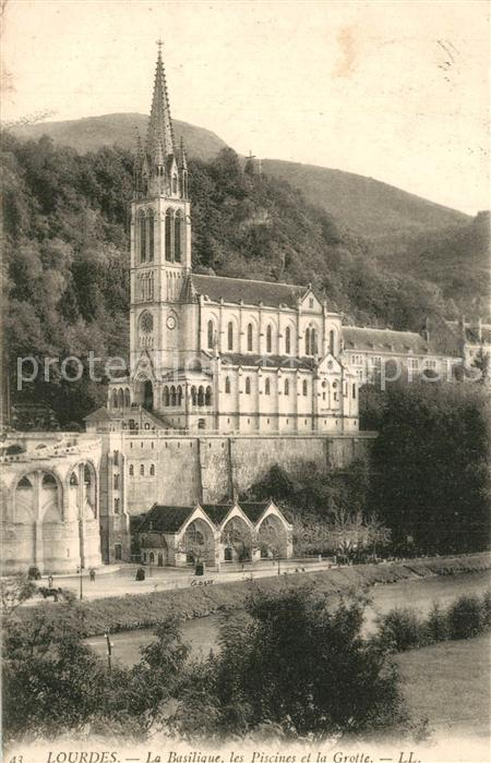 Lourdes_Hautes_Pyrenees Basilique Piscines Grotte  Lourdes_Hautes_Pyrenees