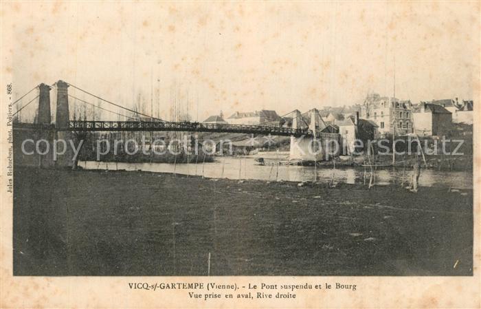 Vicq sur Gartempe Le Pont suspendu et le Bourg Vicq sur Gartempe