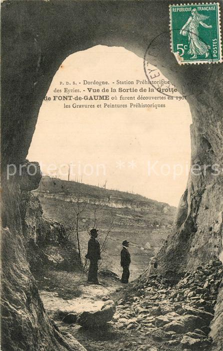 Dordogne Station Prehistorique des Eyzies Vue de la Sortie de la Grotte de_Font_de_Gaume Dordogne