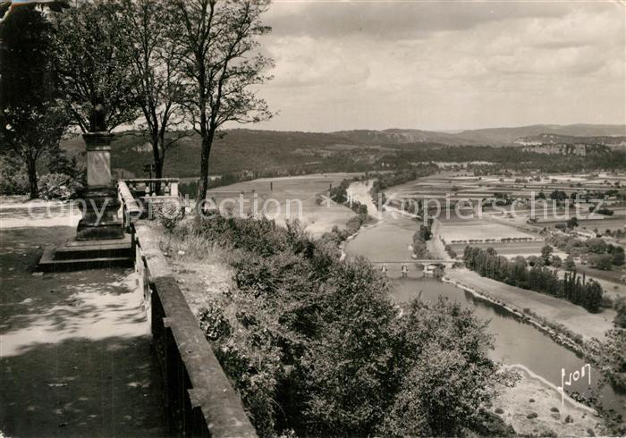Domme Vue panoramique prise de la Barre Buste de Jacques de Malleville Monument Domme