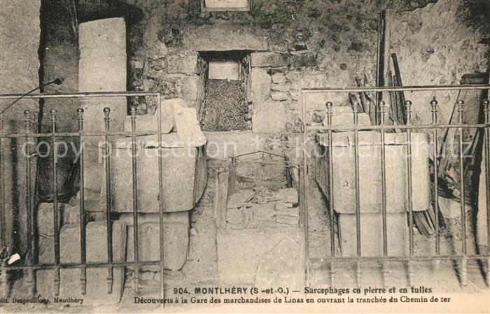 Montlhery Sarcophages en pierre et en tulles Montlhery