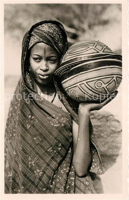 Cameroun_Kamerun Femme Foulbe et Calebasse a Couscous Cameroun Kamerun