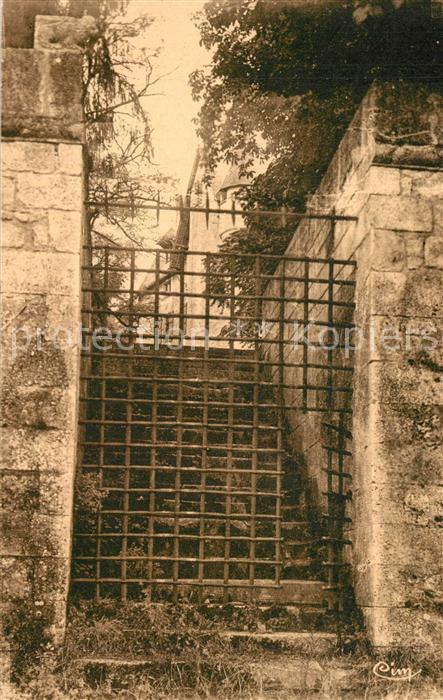 Vouzan Chateau Porte au Cimetiere du Moyen Age Vouzan