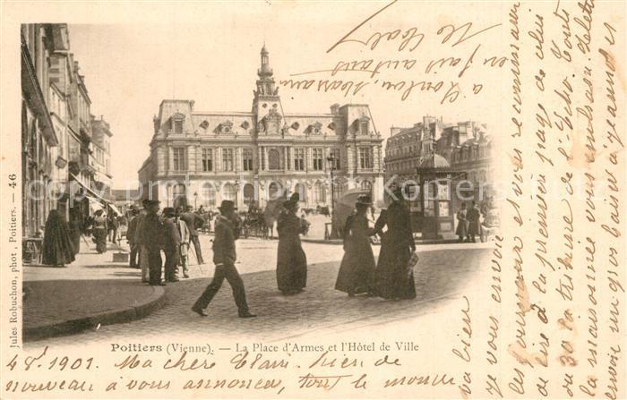 Poitiers_Vienne La Place d'Armes et l'Hotel de Ville Poitiers Vienne
