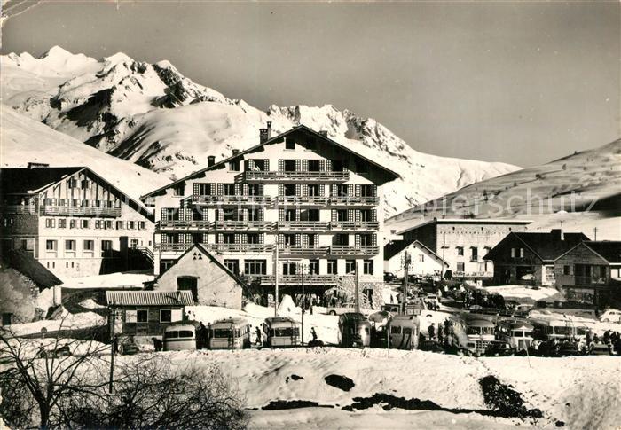 Les_Deux_Alpes Alpe de Venosc les Hotels dans le fond le Massif des Grandes Rousses Les_Deux_Alpes