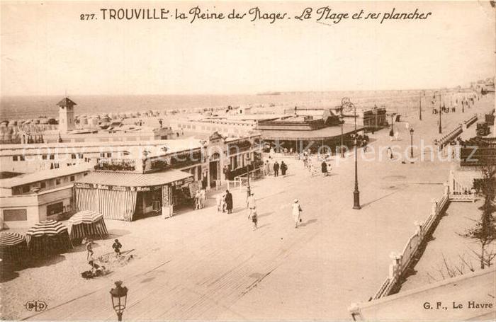 Trouville sur Mer La plage et ses planches La Reine des Plages Trouville sur Mer