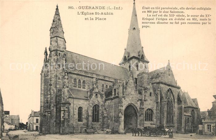 AK / Ansichtskarte Guerande Eglise Saint Aubin et la place Guerande