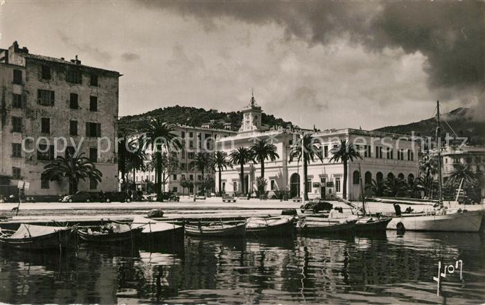 AK / Ansichtskarte Ajaccio Un coin du port et l Hotel de Ville Ajaccio