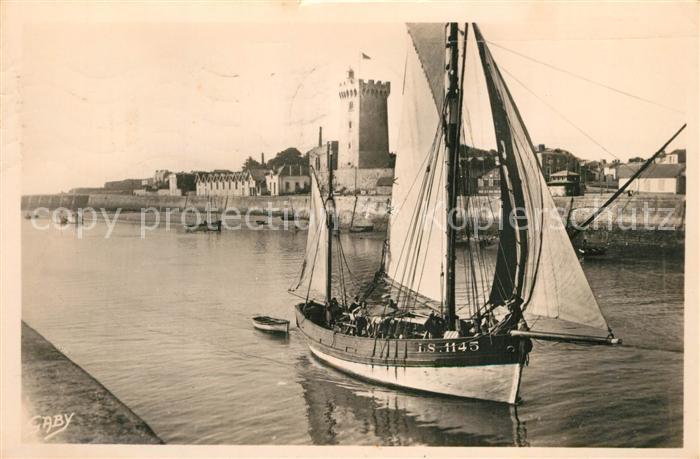 AK / Ansichtskarte Les_Sables d_Olonne Arrivee d un thonnier Tour d Arundel Les_Sables d_Olonne
