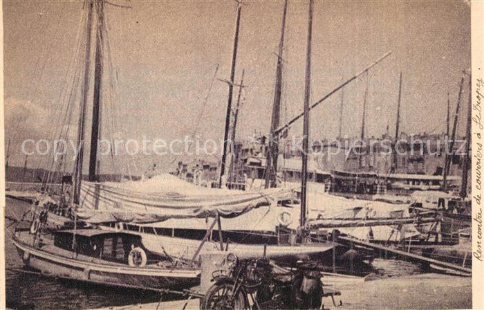AK / Ansichtskarte Saint_Tropez_Var Le port Bateaux a voile Cote d Azur Saint_Tropez_Var