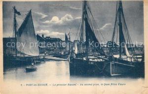 AK / Ansichtskarte Port en Bessin Le premier Bassin Au second plan le Quai Felix Faure Port en Bessin