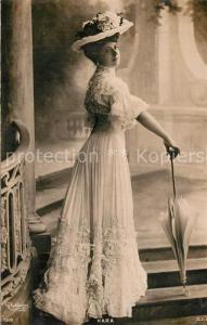 AK / Ansichtskarte Foto_Reutlinger_Paris Kara Frau Hutmode Mode Schirm  Foto_Reutlinger_Paris