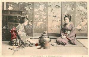 AK / Ansichtskarte Japan O Koto San takes Tea O Hana San Japan