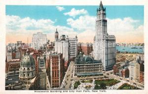 AK / Ansichtskarte New_York_City Woolworth Building and City Hall Park Illustration New_York_City
