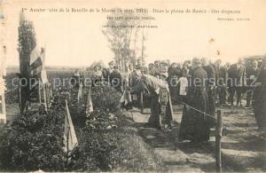 AK / Ansichtskarte Barcy Anniversaire de la Bataille de la Marne Dans la plaine de Barcy Des drapeaux sur une grande tombe Barcy